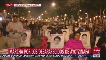 Realizan Marcha Desaparecidos Caso Ayotzinapa