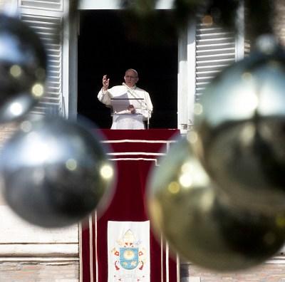 Papa Francisco pide apoyo de comunidad internacional tras tsunami en Indonesia