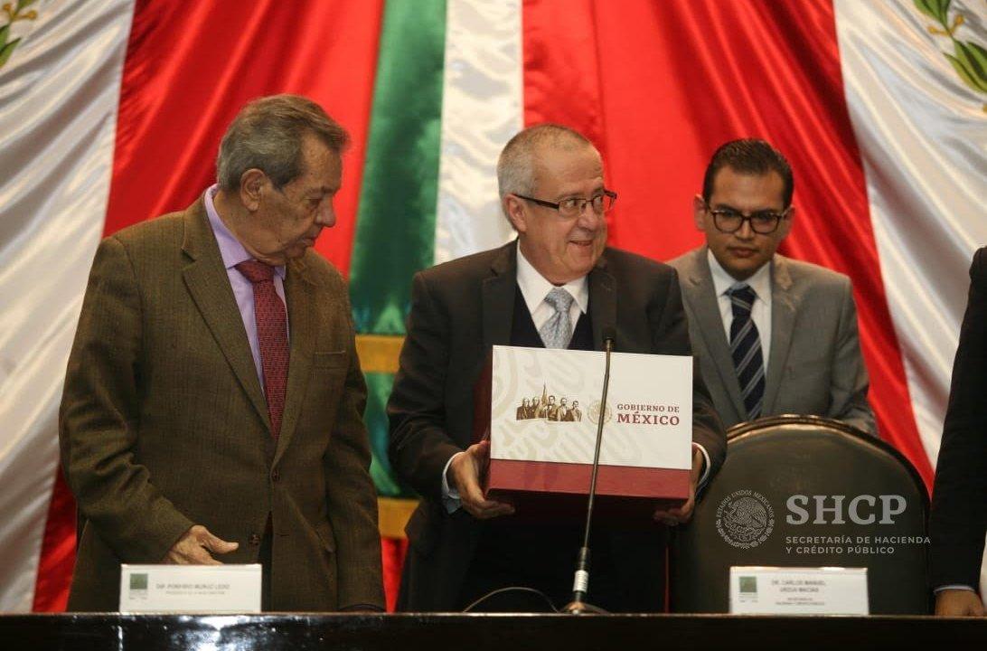 La SHCP entrega el paquete económico 2019 en la Cámara de Diputados