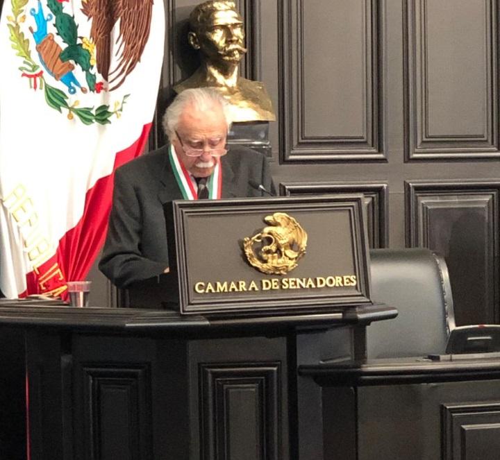 Carlos Payán recibe medalla Belisario Domínguez