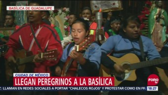Peregrinos cantan en atrio de la Basílica de Guadalupe