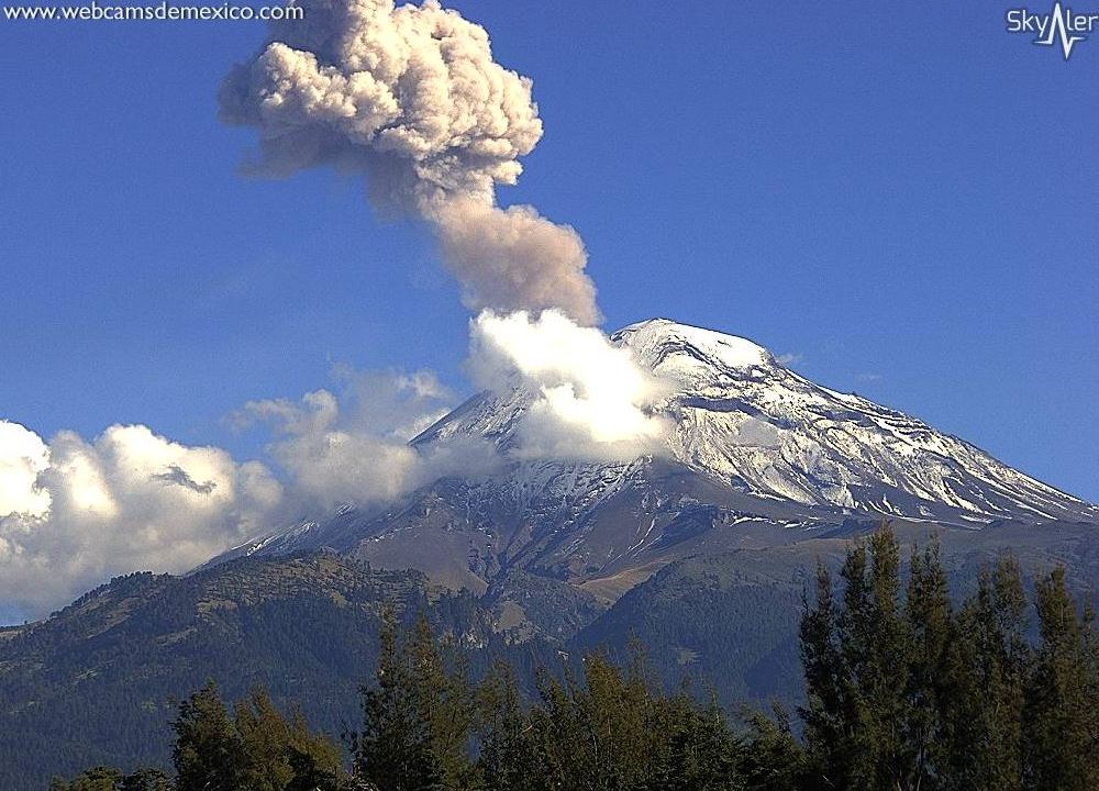 Volcán Popocatépetl emite exhalación de 1 kilómetro
