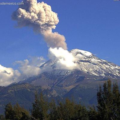 Volcán Popocatépetl emite exhalación de 1 kilómetro de altura