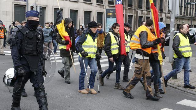 60 detenidos en protestas de chalecos amarillos en Bruselas