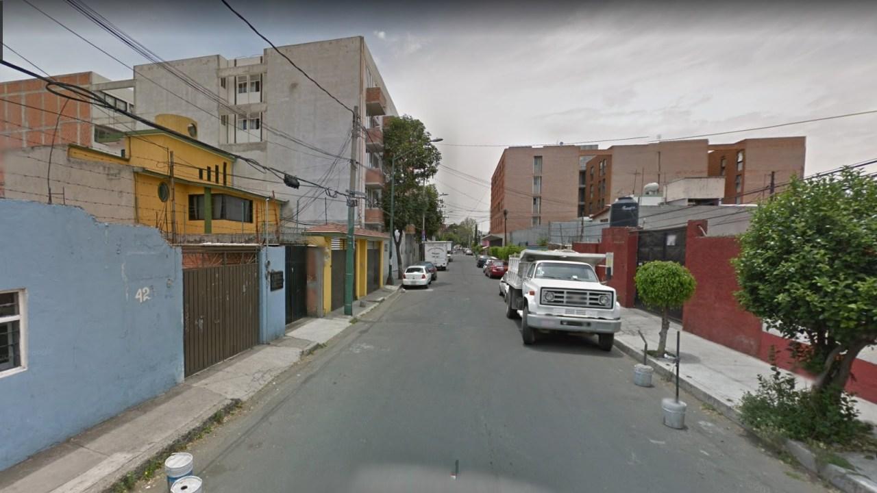 Rescatan a hombre de sótano en Azcapotzalco, CDMX