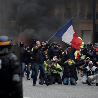Francia: Suman mil 723 detenidos en protestas de los 'chalecos amarillos'