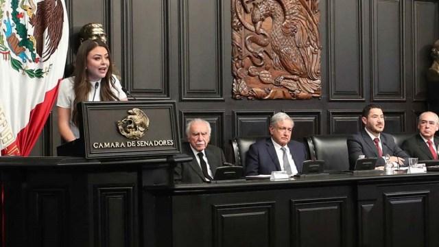 Senadora halaga a AMLO en entrega de la Belisario Domínguez y la critican