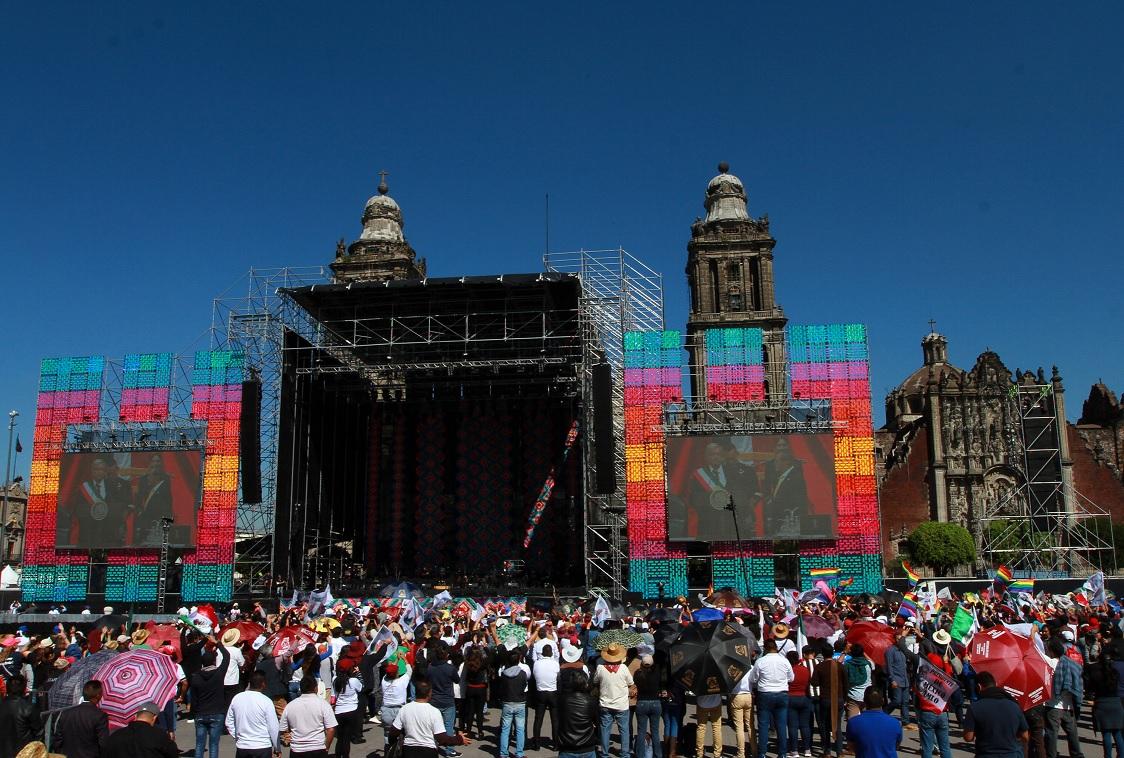 Transmiten en Zócalo toma de protesta de López Obrador. (Notimex)
