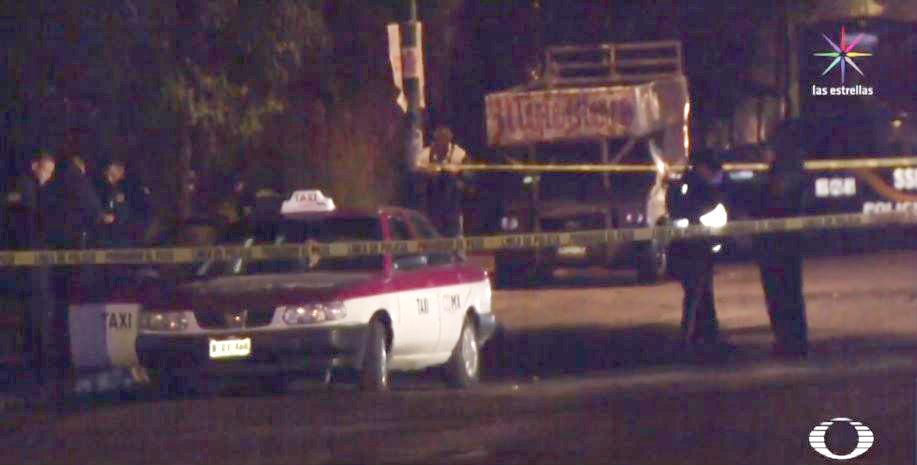 Tras balacera, hombre muere dentro de un taxi en Cuatepec