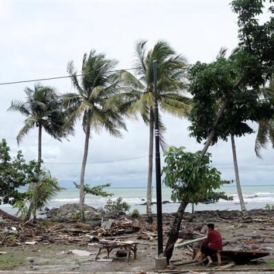 Suman 168 muertos y cerca de 750 heridos por tsunami en Indonesia