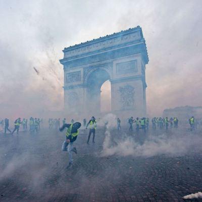 Fotos: Así fueron las violentas protestas contra el 'gasolinazo' en París