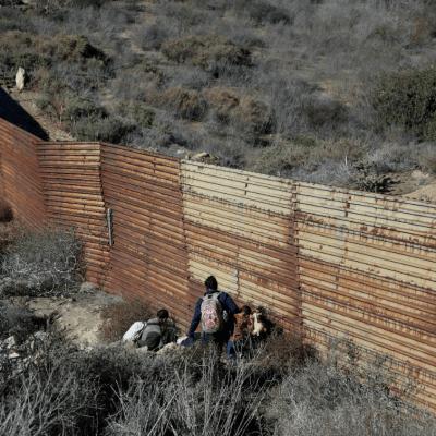 Trump amenaza con 'largo' cierre de Gobierno si no logra fondos para muro