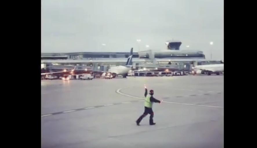 Empleado Aeropuerto Se Hace Viral, Empleado Aeropuerto, Aeropuertos, Toronto, Canada, Baile