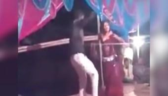 video-hombre-dispara-bailarina-en-boda
