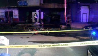 Mueren 5 personas por un incendio en un bar en Jalisco
