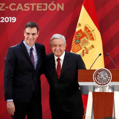 Presidente del Gobierno español regala a AMLO acta de nacimiento de su abuelo