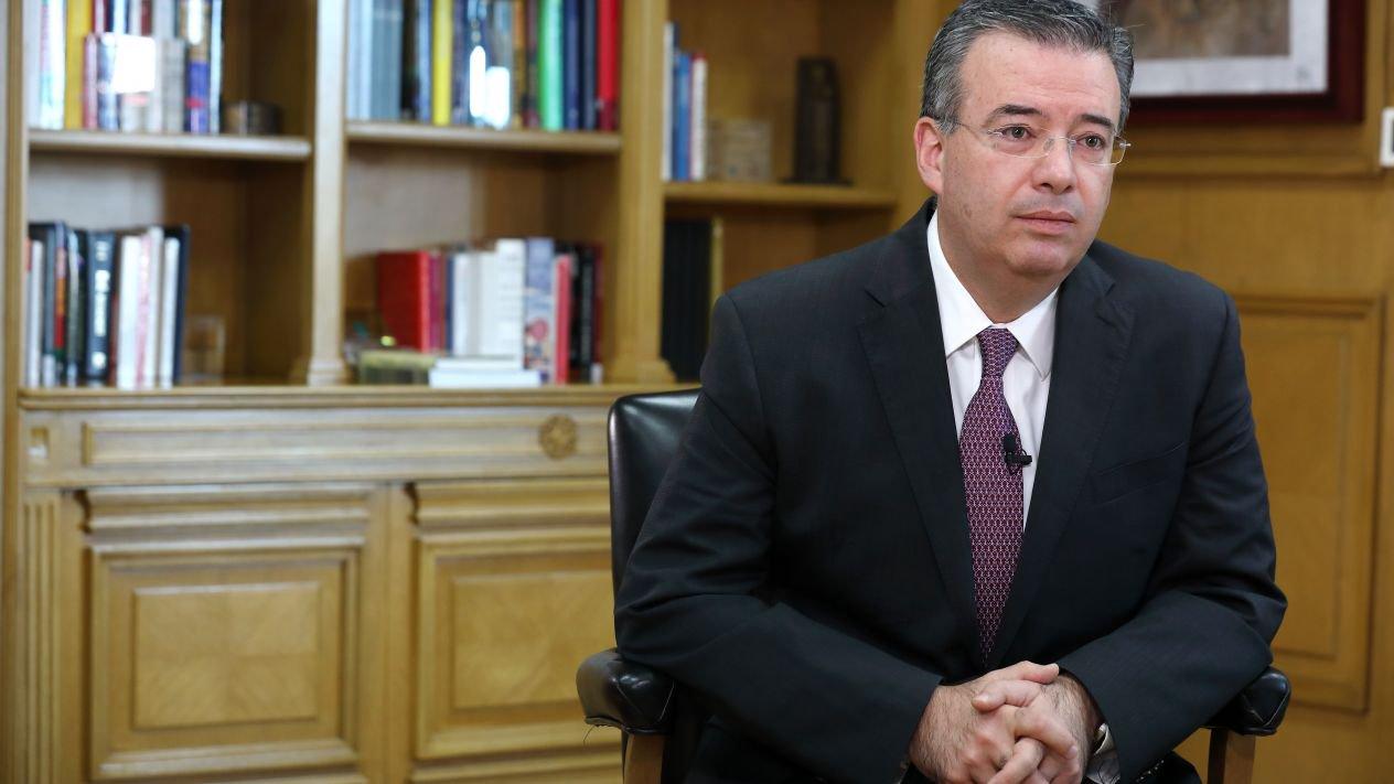 Alejandro Díaz de León, banquero central de 2019 en América