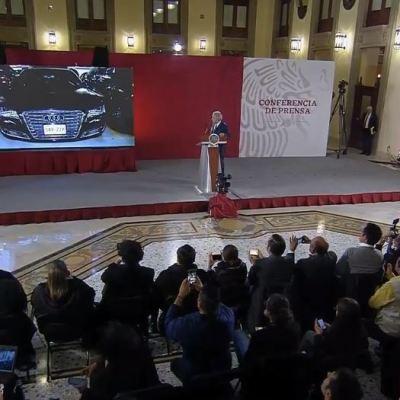 AMLO anuncia 'tianguis' para vender vehículos oficiales