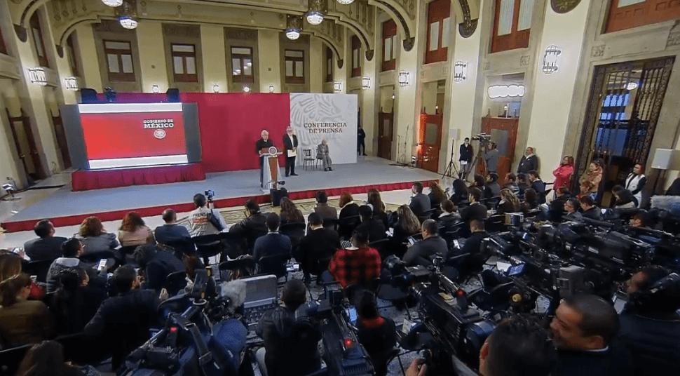 Andrés Manuel López Obrador responde a periodistas. (YouTube)