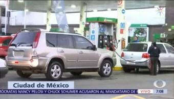 Automovilistas hacen largas filas en CDMX para cargar gasolina