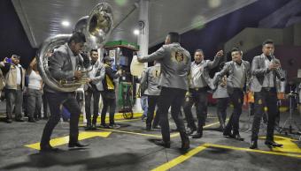 Video: Arman fiesta mientras esperan gasolina en Morelia