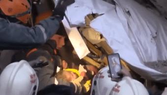 Bebé sobrevive a derrumbe en Rusia, ya fue rescatada
