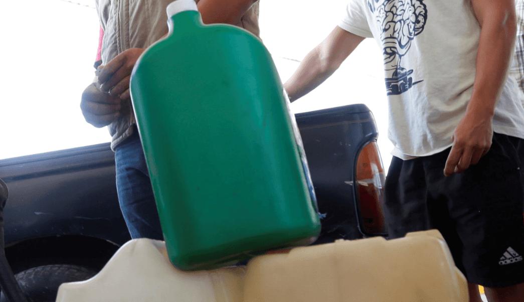 Venden gasolina en Facebook ante desabasto en México