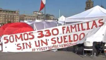 Bomberos mantienen plantón en Zócalo