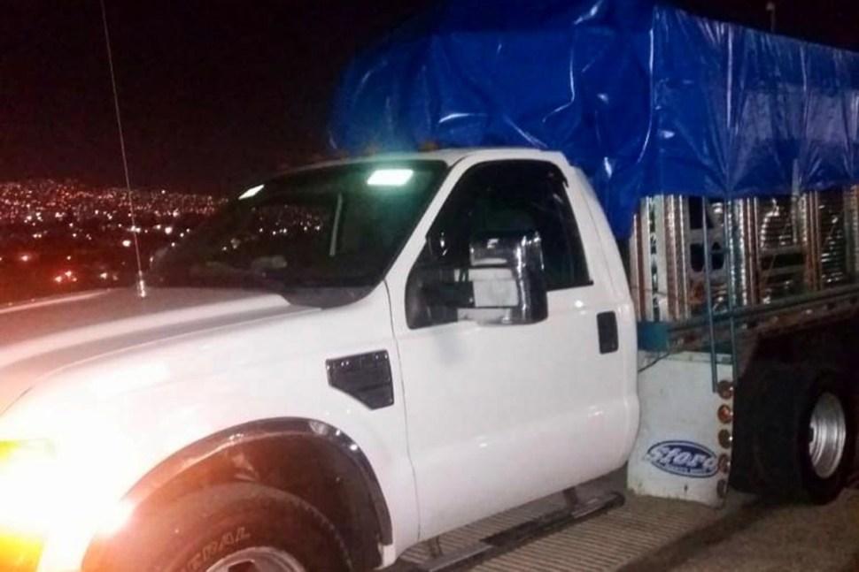 Rescatan a 84 migrantes hacinados en camiones en Chiapas