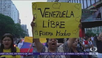 Celebran frente a embajada de Venezuela en México por Juan Guaidó