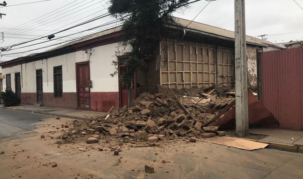 Mueren dos personas por sismo de magnitud 6.7 en Chile