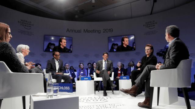 Davos: Bono y Lagarde participan en mesa sobre inclusión
