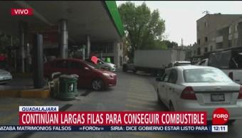 Continúan largas filas para conseguir combustible en Jalisco