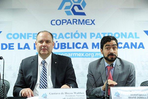 Coparmex advierte siguen problemas de abasto de combustible