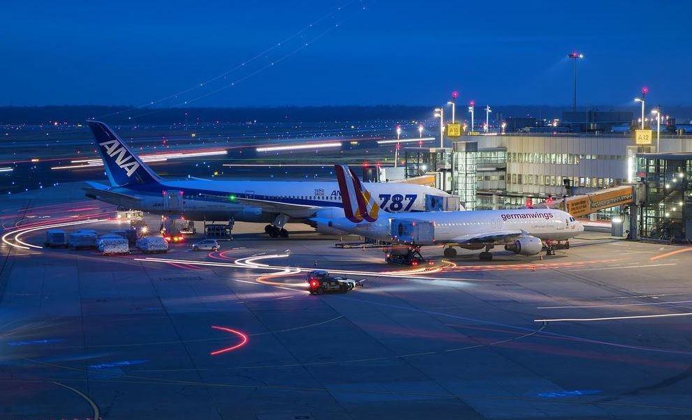 Huelga en tres aeropuertos de Alemania afecta a más de cien mil pasajeros