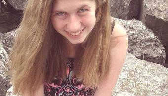 Encuentran a niña secuestrada tras asesinato de sus padres