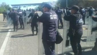 Enfrentamiento normalistas y granaderos en Chiapas