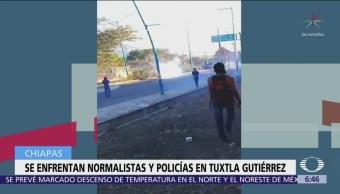 Estudiantes normalistas se enfrentan a policías en Chiapas