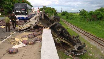 Cuba: Suman 6 muertos y 30 heridos por volcadura de autobús