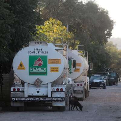 Pemex pide evitar compras de pánico por desabasto de gasolina