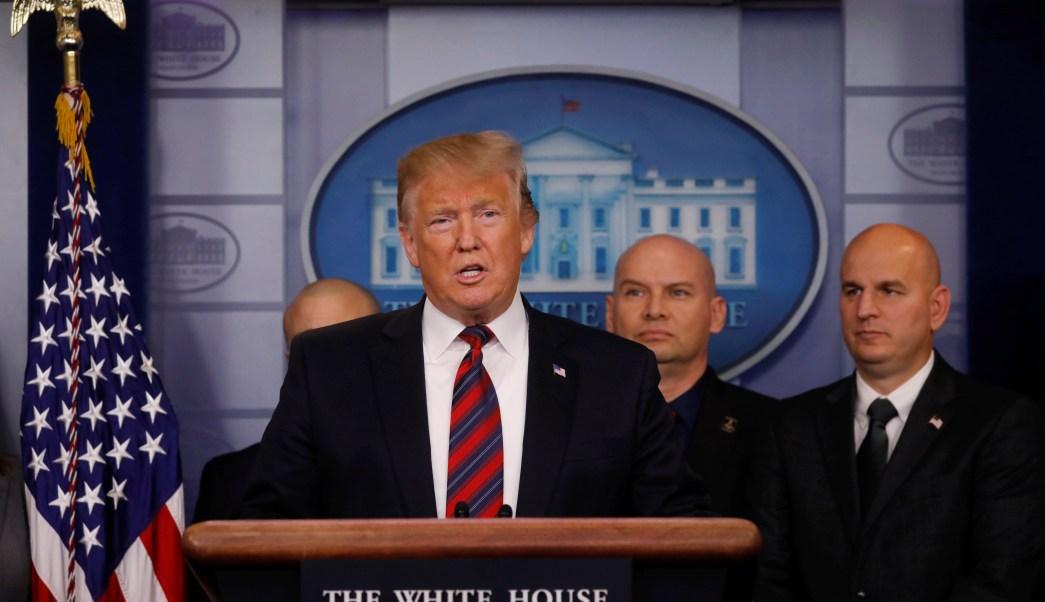 Trump promete trabajar con demócratas y exige muro