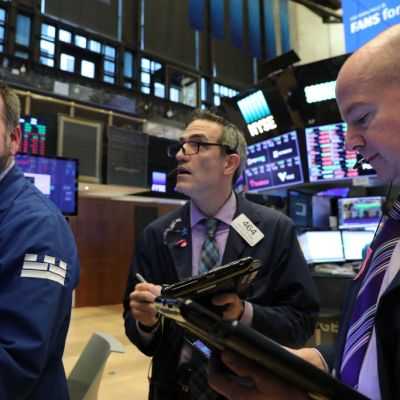 Wall Street cierra en verde y el Dow Jones avanza 0.51 por ciento