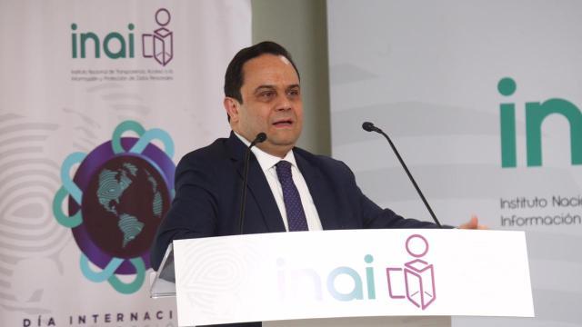 francisco javier acuña, presidente del inai, contratos de pipas, twitter, 28 enero 2019