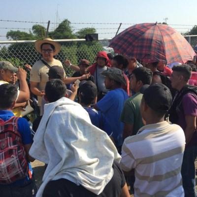 Miles de migrantes afectan puente fronterizo Guatemala-México