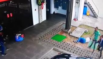 Video Guardia banco frustra asalto mata tres ladrones