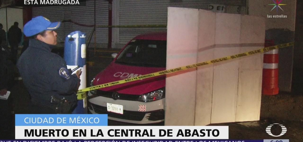 Hallan hombre muerto dentro de taxi en Central de Abasto, CDMX