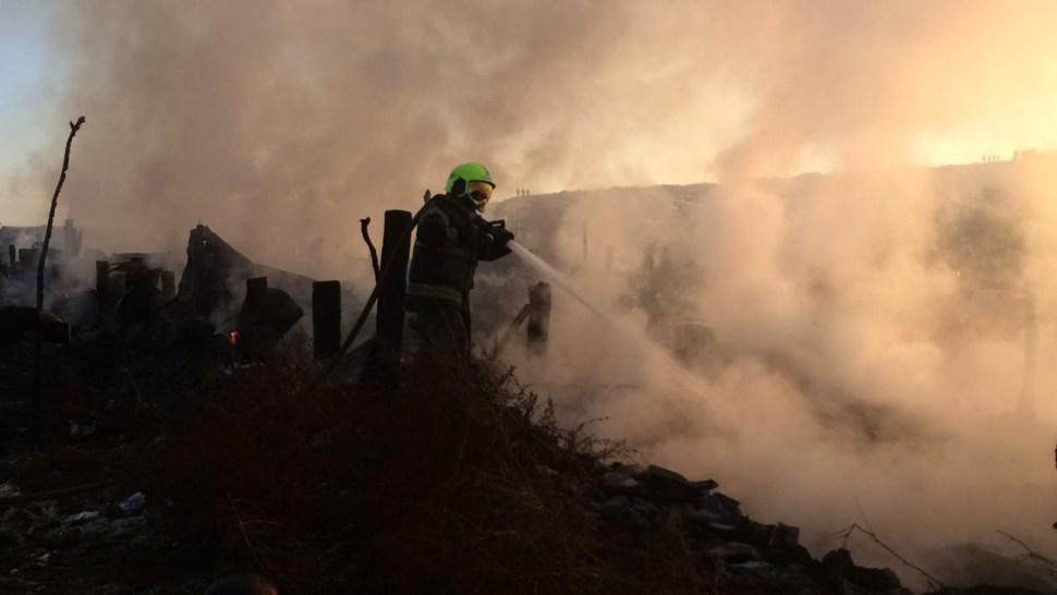 Incendio en Bordo de Xochiaca deja dos muertos