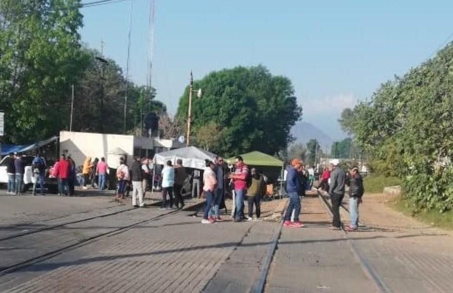 amlo ofrece prestamo pagar maestros michoacan aureoles rechaza