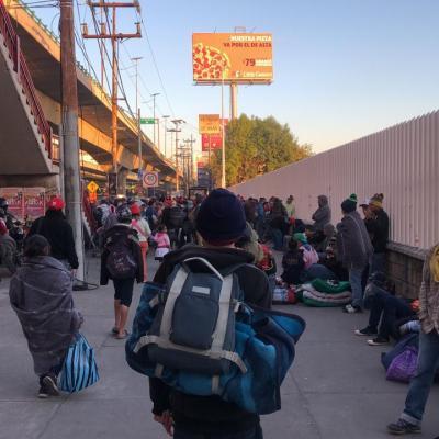 Migrantes dejan albergue en Mixhuca y continúan recorrido hacia EU