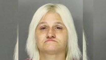 Rebecca Shadle deberá cumplir una sentencia de casi ocho años por dejar que hombres tuvieran contacto sexual con una niña. (AP)